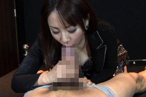 【辺見麻衣 痴女】ザーメンを口内射精されてごっくんする深フェラ娘!